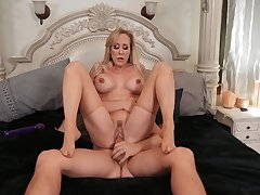 Sultry Brandi Love factory her MILF magic on a worthwhile suitor