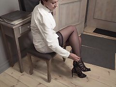 Elegant mature woman Daryna is finger fucking pussy insusceptible to the floor