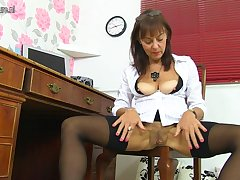 Hairy British Mature Lady Getting Naughty - MatureNL
