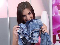Strange solo model takes off her jeans to wonder her cunt - Jenifer Jane