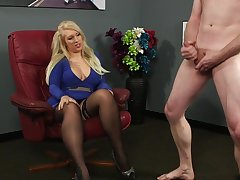 Blonde chick Carmen Well-chosen bites their way lips space fully observing a unclothed man