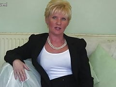 Classy mature lady feeling naughty