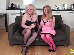 Mature lesbians are trying to masturbate with another toys in pussy