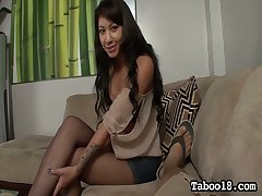 Whorish chick Ezmie Lee gives the palpitate ever footjob and blowjob to her new client