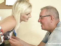 Auburn Czech hottie Tyna Gold gets poked presbyter by older plump man