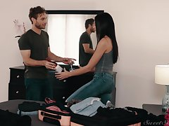 Ardent fucking between a handsome guy and Latina Emily Willis
